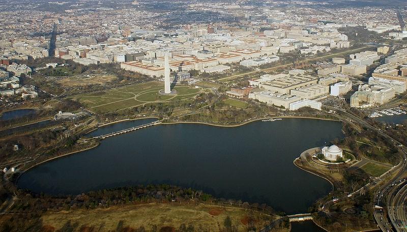 800px-Aerial_Tidal_Basin_12_2014_DC_700.jpg